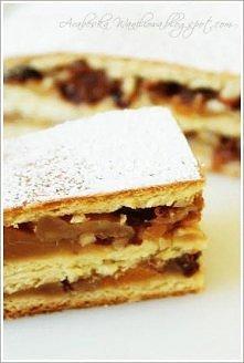Przekładaniec drożdżowy  Składniki: - 500 g mąki - 70 g masła lub margaryny - 50-80 g drożdży (dałam 2 op. suszonych) - 5-8 łyżek ciepłego mleka - 5 żółtek - 5 łyżek cukru - 1 c...