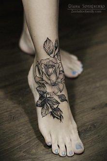 Śliczny tatuaż róży na kostce *.*