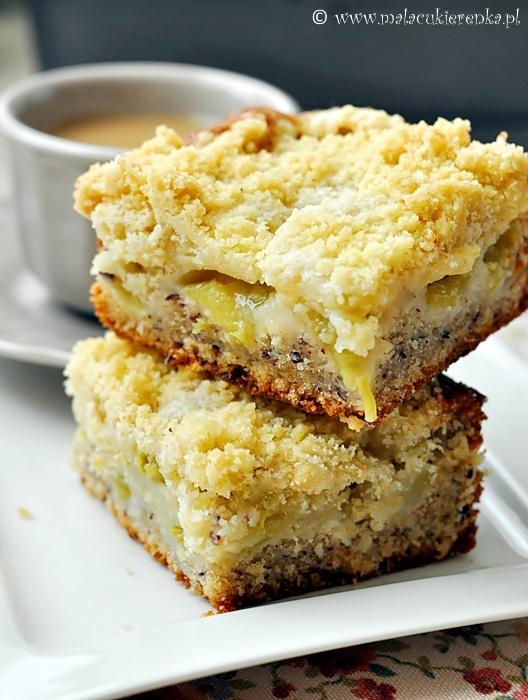 Ciasto z rabarbarem i kruszonką. Przepis po kliknięciu w zdjęcie.
