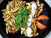Shoarma z kurczaka 500 gram ziemniaków 3 łyżki oleju przyprawa do ziemniaków gotowa mieszanka szczypta chilli pierś z kurczaka przyprawa do kurczaka  Sos czosnkowy:   2 ząbki cz...