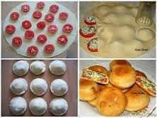 Ciasto: 3-3,5x filiżanki mąki, Łyżka wody letniej, 4 łyżki oliwy, Łyżeczka cukru, Łyżeczka soli. W wodzie rozpuścić cukier,sól dodać oliwę, wlać do mąki zagnieść miękkie ciasto....