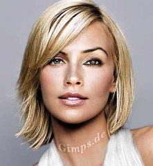 blondynka z fajną fryzurą