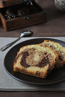 Ciasto czterowarstwowe  Składniki (na formę o wymiarach 25x12 cm):  250 g masła 100 g cukru 1 łyżka cukru z wanilią - przepis tutaj szczypta soli 4 jajka 125 g mąki pszennej 125...