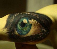 oko tatuaż na ręce