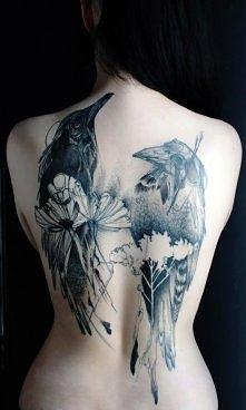 Niesamowity tatuaż na plecach ^^