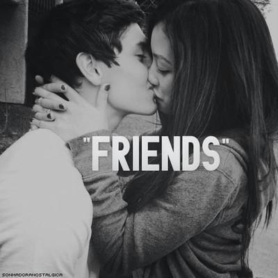 A waszym zdaniem przyjaźń damsko-męską istnieje?  Moim tak sama mam wielu przyjaciół chłopaków i dużo lepiej dogaduję się z nimi niż z dziewczynami.