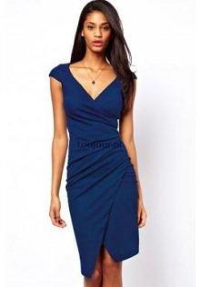 Niebieska sukienka do kolan  Kreacja na każdą okazję, czyli elegancka, spokoj...