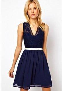 Granatowa sukienka z koronk...