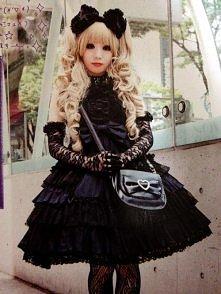 Piękna gothic lolita. Ach, uwielbiam ten styl! *^*
