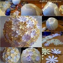 Styropianowa kula ozdobiona kwiatami z papieru