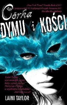 Karou prowadzi podwójne życie: jedno w Pradze jako utalentowana i tajemnicza artystka, drugie w sekretnym sklepie, gdzie rządzi Brimstone – Dealer Marzeń. Karou nie wie,skąd prz...