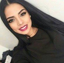 śliczna brunetka
