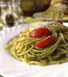 Spaghetti z pesto z liści r...