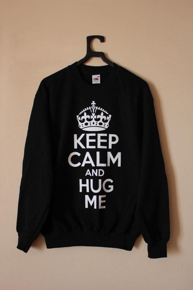 Fajna Bluza Dla Nastolatków Z Napisami Keep Calm And Hug Me I R Na Bluzy Z Nadrukiem Zszywka Pl