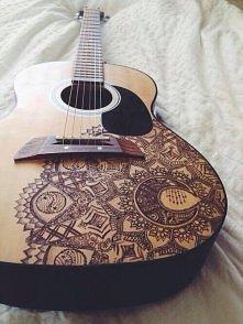 śliczne zdobienie gitary :D jak wam sie podoba?