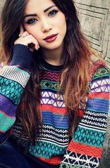 Śliczna dziewczyna i sweterek <333