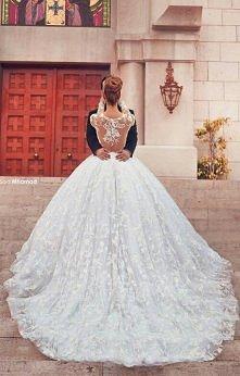 Bajeczna suknia ślubna! Czy Wam się podoba?