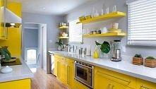 Jeszcze mamy taką wersję kuchni żółtej.   Żółty jest kolorem słońca oraz ciepła :)   Kuchnia w takim kolorze pasuje do gospodyni, która nie boi się eksperymentować