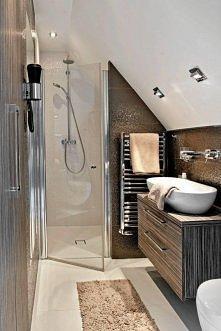 prysznic pod skosem