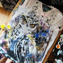 Koszulka z ręcznie malowaną sową