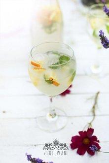 Lemoniada z pomarańczami i melisą