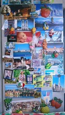 Moja rodzinna lodówka z pamiątkami w postaci zdjęć, pocztówek i magnesów z Eu...