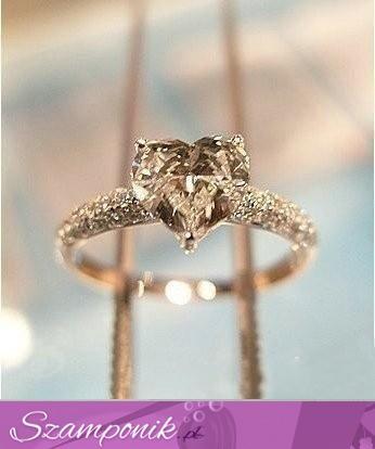 Pierścionek zaręczynowy*.*