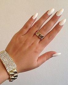Migdałki są przepiękne <3 Białe są w tym sezonie modne,szczególnie pięknie...