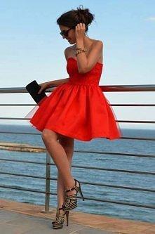 lady in red. Suknia wygląda fantastycznie