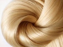MASECZKA NA WŁOSY  Składniki:  * 2 łyżki jogurtu naturalnego * łyżka miodu * 1 żółtko  Składniki wymieszać i nałożyć na umyte, wilgotne włosy, owinąć głowę czepkiem i ręcznikiem...