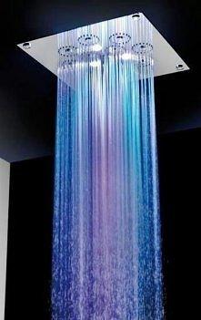 I branie prysznica nabiera nowego znaczenia z tym cudeńkiem...