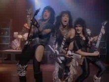Kiss - Heaven's On Fire Wymiatają chłopaki.
