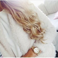 Dziewczyny jaką polecacie farbę drogeryjną ? :) Interesują mnie jasne blondy :) W sobotę zeszłym tygodniu zrobiłam Joanną Piaskowy Blond dziś czyli po 8 dniach prawie już nic ni...