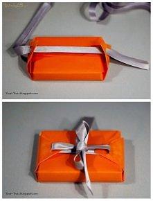 Oryginalne i proste zapakowanie prezentu