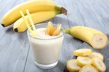 SMOOTHIE Z ZIELONĄ HERBATĄ  składniki:  1 duża brzoskwinia  1/2 banana  1 łyżka miodu  1 szklanka zaparzonej zielonej herbaty-ostudzonej  3/4 szklanki pokruszonego lodu    Sposó...