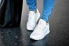 Piękne są te buty dlatego potrzebuje pomocy dajcie mi znac gdzie je dostac? dajcie linka bo sa te same ale z szarym a potrzebuje dokladnie takich samych