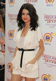 Sel :)ładnie jej w bieli