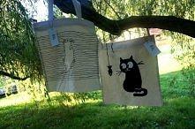 Kto przygarnie bezdomne kotki?  Ręcznie malowane torby, zapinane na zamek. Po...