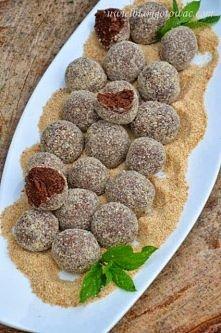 Kasztanki Składniki na 25 sztuk: 100 g masła 1/2 szklanki cukru pudru 1 łyżka cukru waniliowego 2 - 3 łyżki naturalnego kakao 200 g herbatników 1 łyżka spirytusu lub 2 łyżki wód...