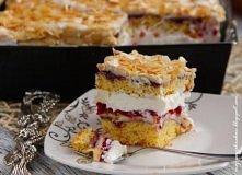 Ciasto - Malinowa chmurka    Składniki na ciasto: 200g margaryny 1/2 szkl cukru 8 żółtek 16g cukru waniliowego 3 szkl przesianej mąki pszennej tortowej 2 płaskie łyżeczki proszk...