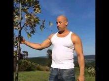 Vin Diesel ALS Ice Bucket Challenge - zobaczcie kogo nominował...