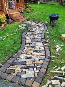 chodnik z resztek płyt granitowych