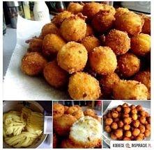 Składniki:  ok 1,2 kg ziemniaków 6 łyżek mąki ziemniaczanej 2 jajka 2,5 łyżeczki soli 1 łyżeczka oregano 1/2 łyżeczki rozmarynu pieprz  Bułka tarta, mąka i 3 jajka do panierki. ...