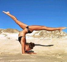Rozciągamy się dziś, aby w przyszłym roku na plaży robić takie wrażenie!  Wzmacnianie ramion+ roźciąganie= zazdrosne spojrzenia!
