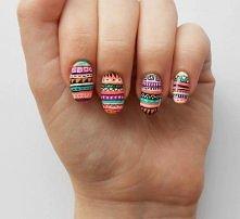 Paznokcie ze wzorem azteckim. Ładnie wyglądają,ale widać,że dużo roboty z nimi