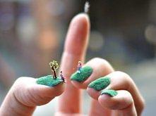 Mini świat na paznokciach. Malowanie paznokci w wymyślne wzory to nie lada sztuka.