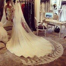 O jakie sukni ślubnej marzycie?   Jaką mieliście, lub macie? :)  A może już szukacie swojej idealnej sukni ślubnej?