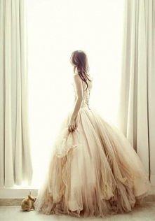 Jak bardzo chciałabym mieć taką suknię w posiadaniu! :>