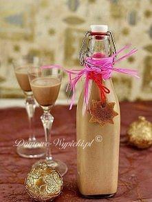 Smaczny likier świąteczny z nutą czekoladową i piernikową. Robi się go bardzo łatwo i dosłownie w 5min. Z podanego przepisu wychodzi ponad 800ml likieru.  Składniki:  250ml brąz...
