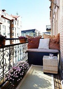 Nawet na malutkim balkoniku może być przyjemnie :)